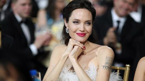 هل تزوجت أنجلينا جولي سراً من مليونير بريطاني؟