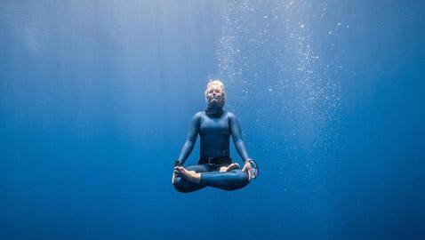 هذه الأشياء المذهلة يمكنك القيام بها تحت الماء..!