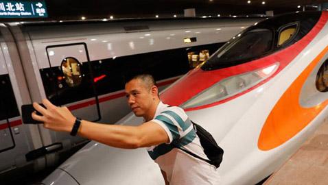 هونغ كونغ تفتتح خطاً لقطار فائق السرعة.. صور