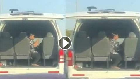 اعتقال مشرفة ضربت طالب معاق بقسوة في باص المدرسة بالكويت: فيديو صادم