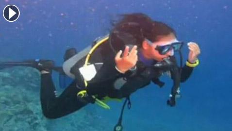 55 ساعة تحت الماء.. طفلة مصرية تبدأ رحلتها لتحقيق أطول غطسة في العالم