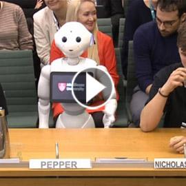 رجل آلي يقدّم شهادة أمام البرلمان البريطاني.. فيديو