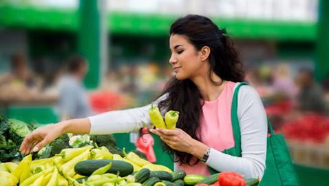 مواد غذائية وأطعمة في متناول اليد تقي أجسامنا من الأمراض