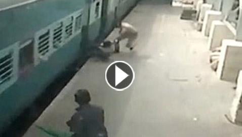 فيديو صادم: لحظة إنقاذ سيدة علقت بقطار متحرك