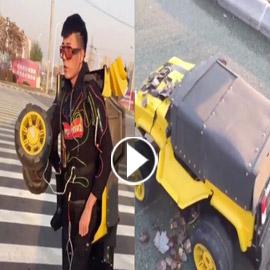 فيديو مدهش: مخترع صيني يحول نفسه إلى سيارة متحركة