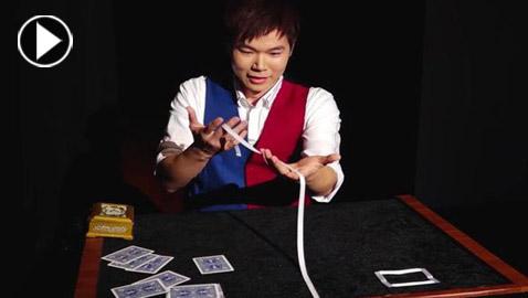 فيديو مذهل.. ساحر صيني يدهش الجمهور بخدعة عجزوا عن تفسيرها