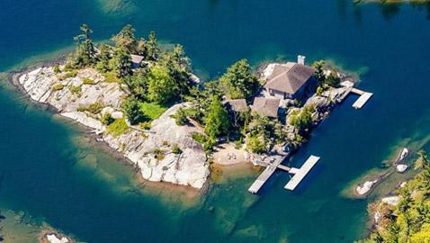 جزيرة رائعة على شكل قلب معروضة للبيع بهذا المبلغ..