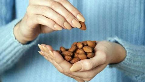 دراسة حديثة.. المكسرات تساعد على إنقاص الوزن
