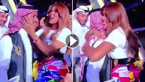 فيديو الفنانة وعد تحتضن الفائز بلقب (نجم السعودية) والجمهور يهاجمها