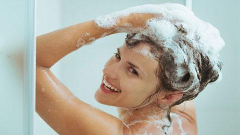 الأطباء والأخصائيون يجيبون: كم مرة ينبغي علينا الاستحمام في الأسبوع؟