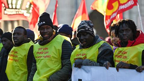 مظاهرة بالسترات الصفراء من أجل المهاجرين في إيطاليا