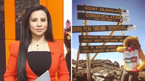صور إعلامية أردنية تنجح في تسلق أعلى قمة جبلية في إفريقيا!