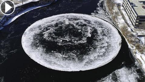 فيديو مذهل.. ظهور قرص جليدي عملاق في نهر أمريكي يلفت الأنظار