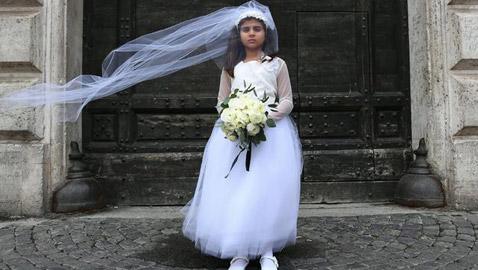 تزويج طفلة إيرانية (11 عاما) لرجل خمسيني له 7 أولاد مقابل 1500 دولار!