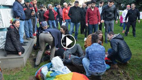 فيديو صادم: اصطدام مظلي بعربة تلفريك ومن ثم سقوطه على الأرض وموته