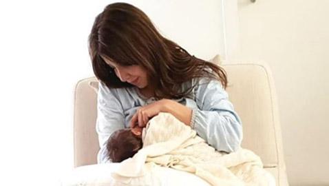 صورة نانسي عجرم وهي ترضع طفلتها (ليا) تفاجئ الجميع
