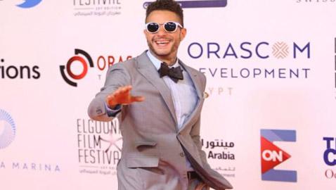 أحمد الفيشاوي يُهين الفنانين ومهرحان السينما ويرسل سائقه ليستلم جائزته