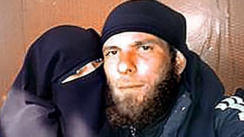 ألمانية تروي تفاصيل حياتها في داعش.. تزوجت في غرفة تعذيب