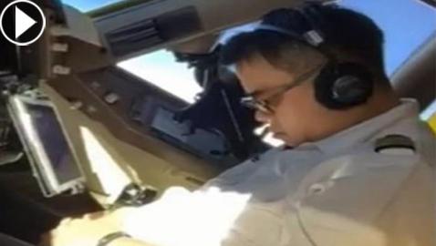 فيديو صادم.: طيار صيني يغط في نوم عميق اثناء الرحلة.. والمساعد يفضحه!