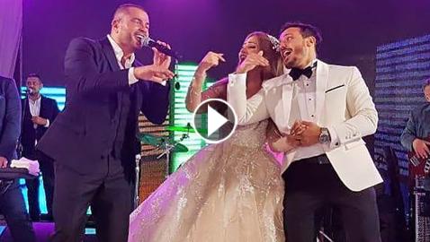 فيديو وصور عمرو دياب يرقص مع عروسين فازا بمسابقة (فرحنا بالهضبة)