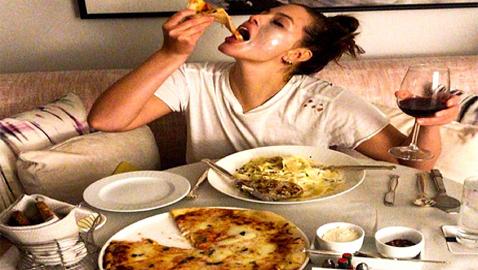 هكذا تؤثر نوعية طعامكم في الشباب على بقية حياتكم...