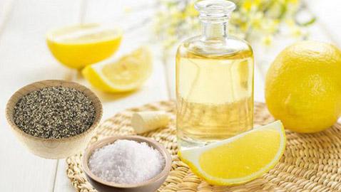 الليمون والملح والفلفل الأسود.. حل سحري لعدة مشاكل صحية