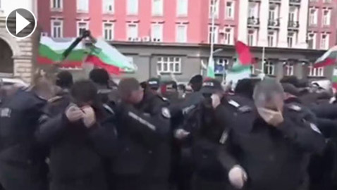 بلغاريا: الرياح مع المتظاهرين ضد عناصر الشرطة