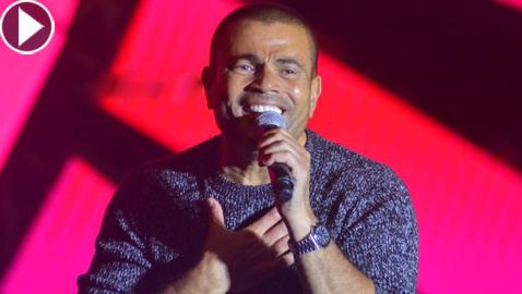 فيديو عمرو دياب يداعب أبو هشيمة ويعزف على البيانو ويغني (قال فاكرينك)