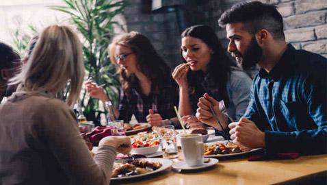 تعرفوا إلى أغرب 10 قواعد وعادات طعام في بعض دول العالم