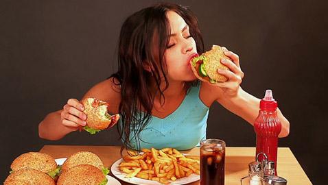 6 أبراج لا يستطيع أصحابها التحكم في غريزة الطعام ويفرطون في أكلهم!