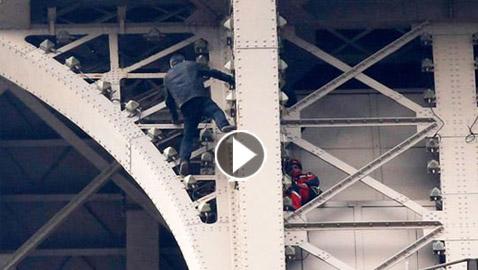 بالفيديو: رجل يثير الهلع في برج إيفل