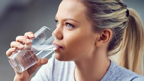 أيهما أفضل لصحتك؟ الماء البارد أم الماء الدافئ؟