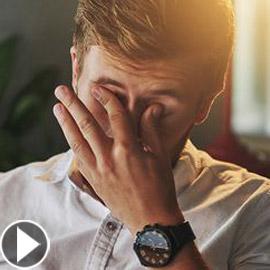 بالفيديو.. عادات يومية سيئة تدمر العين وتهدد صحتها