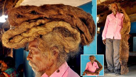 بالصور: رجل هندي يحافظ على شعره منذ 40 عاماً بلا قصّ ولا غسيل
