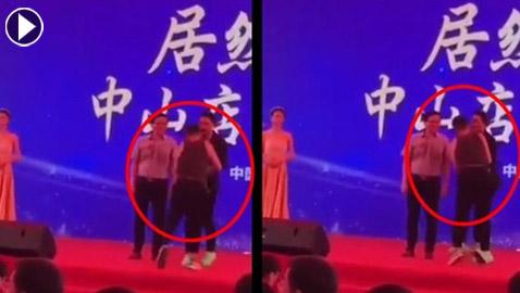 فيديو صادم: شاهدوا لحظة محاولة قتل ممثل على المسرح