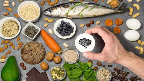 لا تستغنِ عنها.. 6 أطعمة تحمي عقلك من التلف