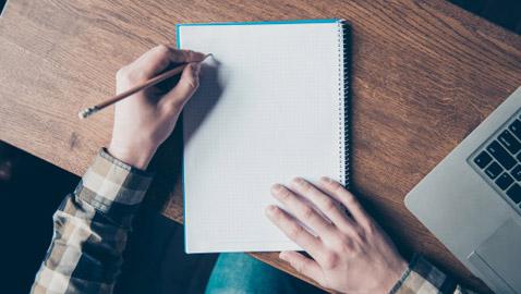علماء: مستخدمو اليد اليسرى يتمتعون بمهارات لفظية أفضل.. ما السبب؟!