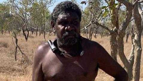 رجل أسترالي ينجو بأعجوبة من الهلاك بعد حادث في الغابة!