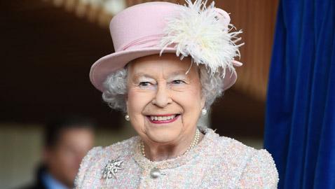 الملكة البريطانية إليزابيث تنفي شائعات تقاعدها: أنا باقية حتى الممات!