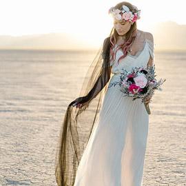 لم تلغِ زفافها بعد أن تركها حبيبها... فتزوّجت من نفسها