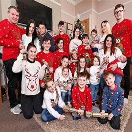 والدان و21 طفلاً... هكذا أمضت أكبر عائلة في بريطانيا عيد الميلاد