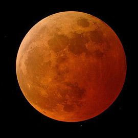 خسوف القمر.. أول ظاهرة فلكية سيشهدها عام 2020