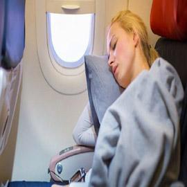 أمور تساعدك على النوم في الطائرة