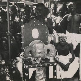 هكذا تقاتل البريطانيون والغانيون على كرسي.. وقتل الآلاف!