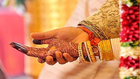 والد العريس يهرب مع والدة العروس .. والنتيجة إلغاء حفل الزفاف