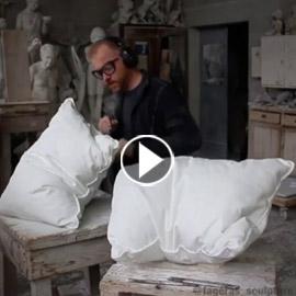 بالفيديو.. نحات يبتكر مخدة لا يمكن أن ينام عليها أحد