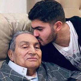 مبارك بأول ظهور له بعد وعكة صحية.. والحفيد بنشر الصورة
