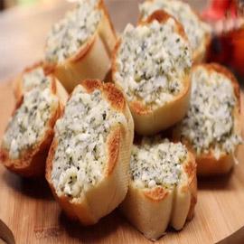 إليكم طريقة تحضير خبز الثوم بالجبنة السهل والطيب
