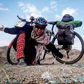 صور شابة تونسية سافرت بالدراجة لمكة في 53 يوما لأداء العمرة