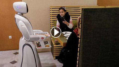 فيديو وصور الروبوت تيميا: تعمل في أفغانستان للمرة الأولى نادلة مطعم